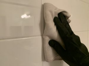 Cleaning bathroom mold and grout without scrubbing